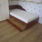 Łóżko pokój dziecięcy otwarte